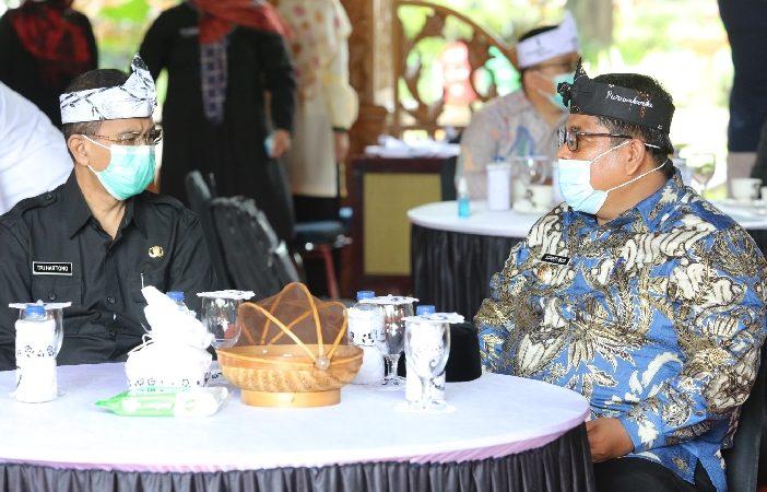 Jajaran Pemerintah Kabupaten Purwakarta menerima kunjungan kerja Bupati Padang Pariaman Provinsi Sumatera Barat, Suhatri Bur