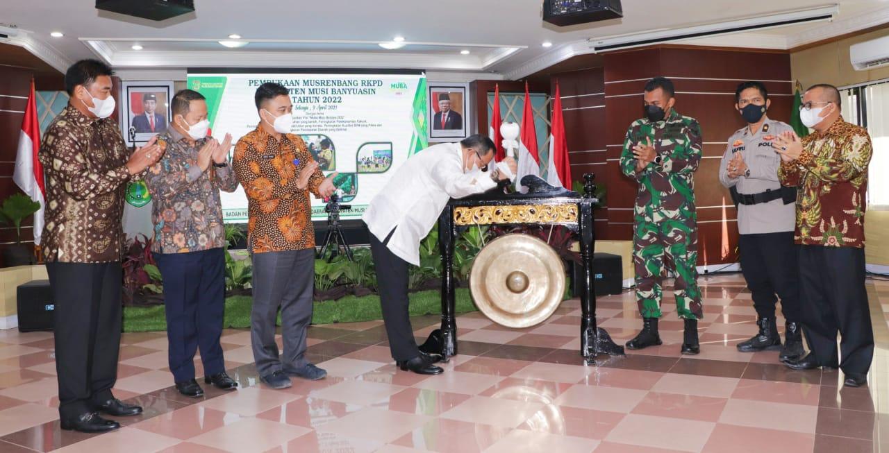 Bupati Muba Dr H Dodi Reza Alex Noerdin Lic Econ MBA, saat membuka acara Musrenbang Jum'at (9/04/2021) di Auditorium Pemkab Muba.