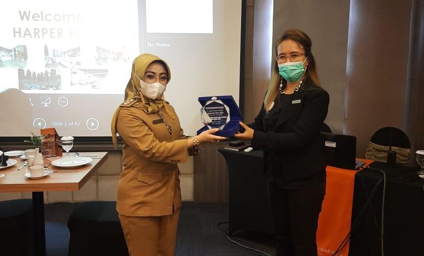 18 pegawai Bagian Umum Setda Kabupaten Purwakarta, mengikuti pendidikan upgrading skills kepramusajian pada lembaga yang memiliki standar pelayanan hotel berbintang.