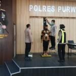 Ratusan calon anggota Polri yang mendaftar dan telah terverifikasi di Kepolisian Resor (Polres) Purwakarta kini memasuk tahapan seleksi Pemeriksaan Administrasi (Rikmin) Awal Seleksi Terpadu Calon Anggota Polri Tahun 2021.