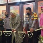 Kapolres Karawang bersama Bupati Karawang resmikan kantor Polsek Tegalwaru, Kamis (15/04)2021).