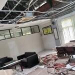 Salah satu ruangan di kantor DPRD Kabupaten Blitar yang rusak akibat gempa bumi (Robby / Mattanews.co)