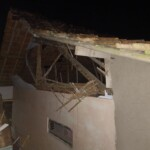 Rumah Oman, warga Dusun Bangunsari, RT 001 RW 012, Desa Sukamaju, Kecamatan Baregbeg, Kabupaten Ciamis, Jawa Barat (Jabar) yang mengalami kerusakan setelah tersambar petir (Kim / Mattanews.co)