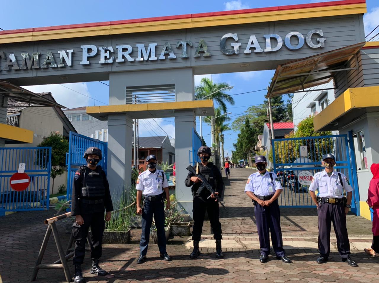 Satuan Brimob Polda Jabar melalui Anggota Kompi 3 Batalyon B Pelopor yang dipimpin oleh Briptu Frans Yepi melaksanakan Patroli Harkamtibmas