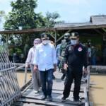Wakil Bupati Karawang memimpin rapat rencana penyelesaian masalah kekeringan dan normalisasi irigasi Batujaya-Pakisjaya di Kecamatan Batujaya Karawang, Sabtu (17/04/2021).