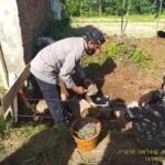 Kapolsek Cikoneng Kompol Widarjo menghadiri acara peletakan batu pertama pembangunan irigasi di Desa Sukasenang, Kecamatan Sindangkasih, Kabupaten Ciamis, Jawa Barat, Minggu (18/04/2021).