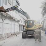 Bangunan yang tidak mengantongi IMB langsung dirobohkan oleh Pemkot Medan (Tison Sembiring / Mattanews.co)