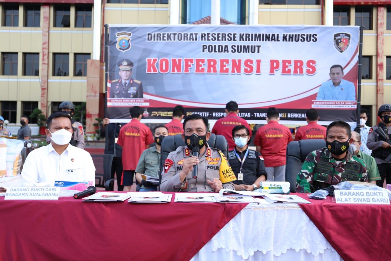 Kapolda Sumut merilis penangkapan 5 orang tersangka pemakaian rapid test antigen bekas di Bandara Kualanamu Sumut (Tison Sembiring / Mattanews.co)