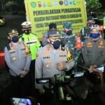 Kapolres Karawang bersama Dandim 0604 melaksanakan kegiatan Operasi Yustisi, PPKM Micro dan Penyekatan, Sabtu (01/05/2021)