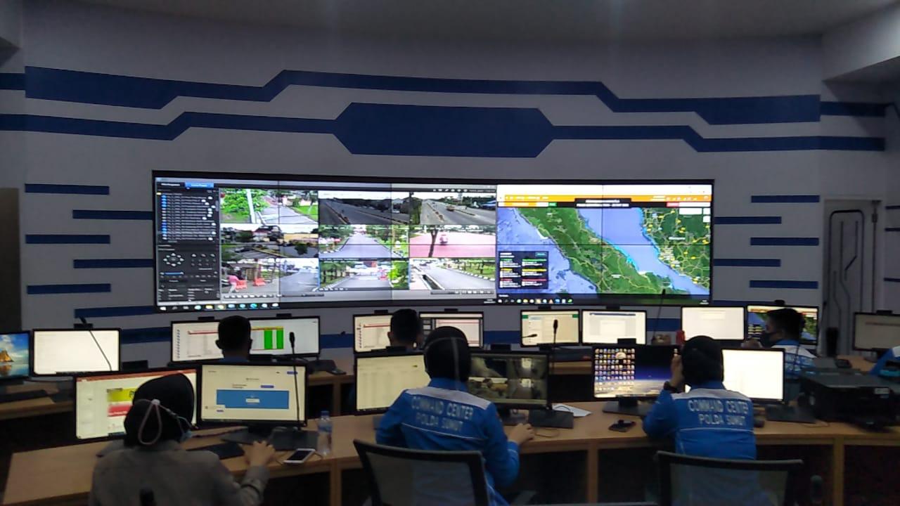 Operator Call Center 110 di Polda Sumut (Tison Sembiring / Mattanews.co)