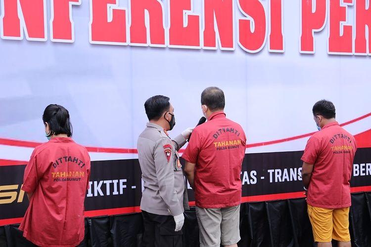 Para tersangka kasus vaksin Covid-19 ilegal di Medan Sumut (Tison Sembiring / Mattanews.co)