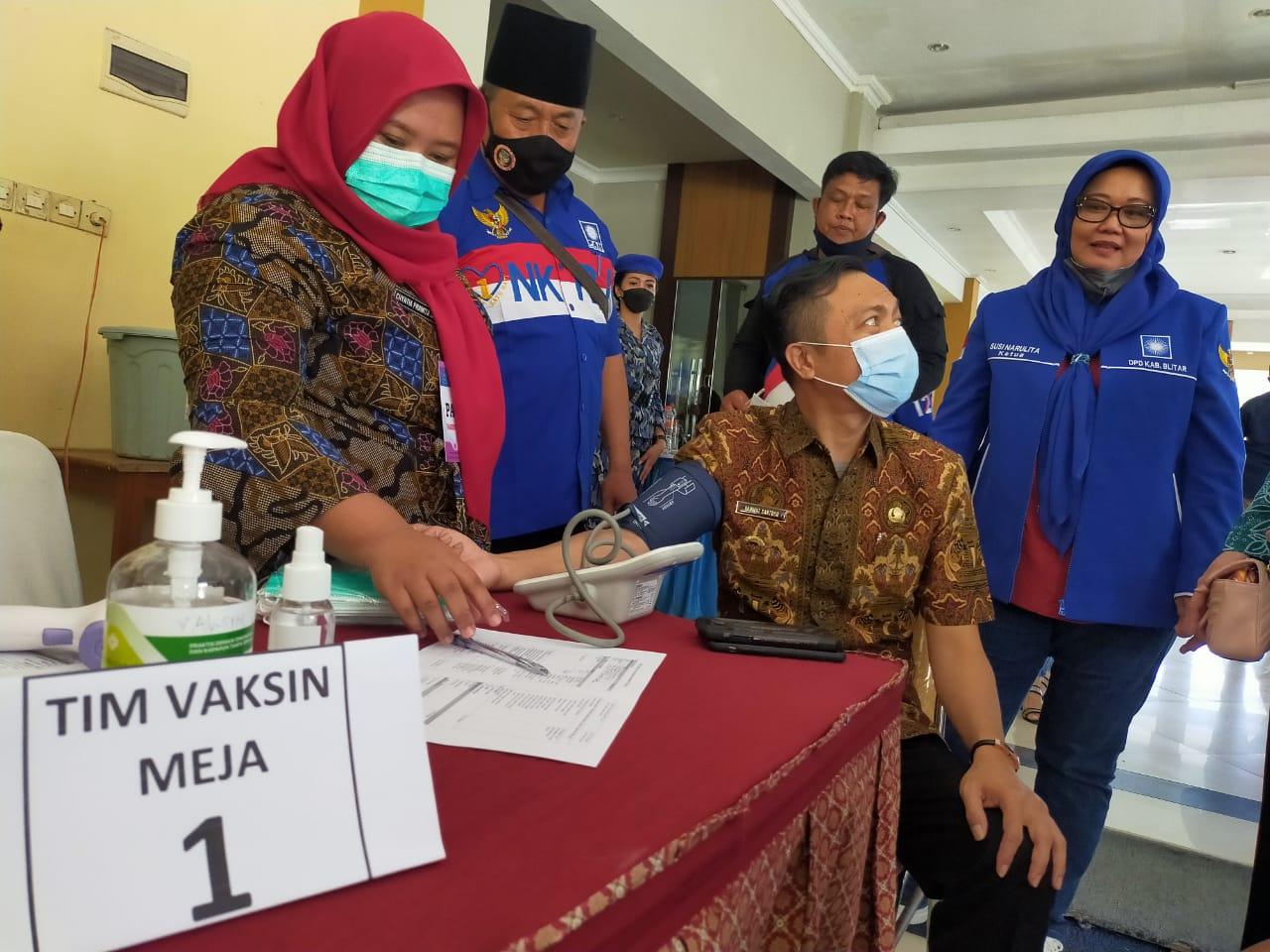 Vaksinasi Covid-19 di Pemkab Blitar yang mendapat dukungan dari PAN Kabupaten Blitar (Robby / Mattanews.co)