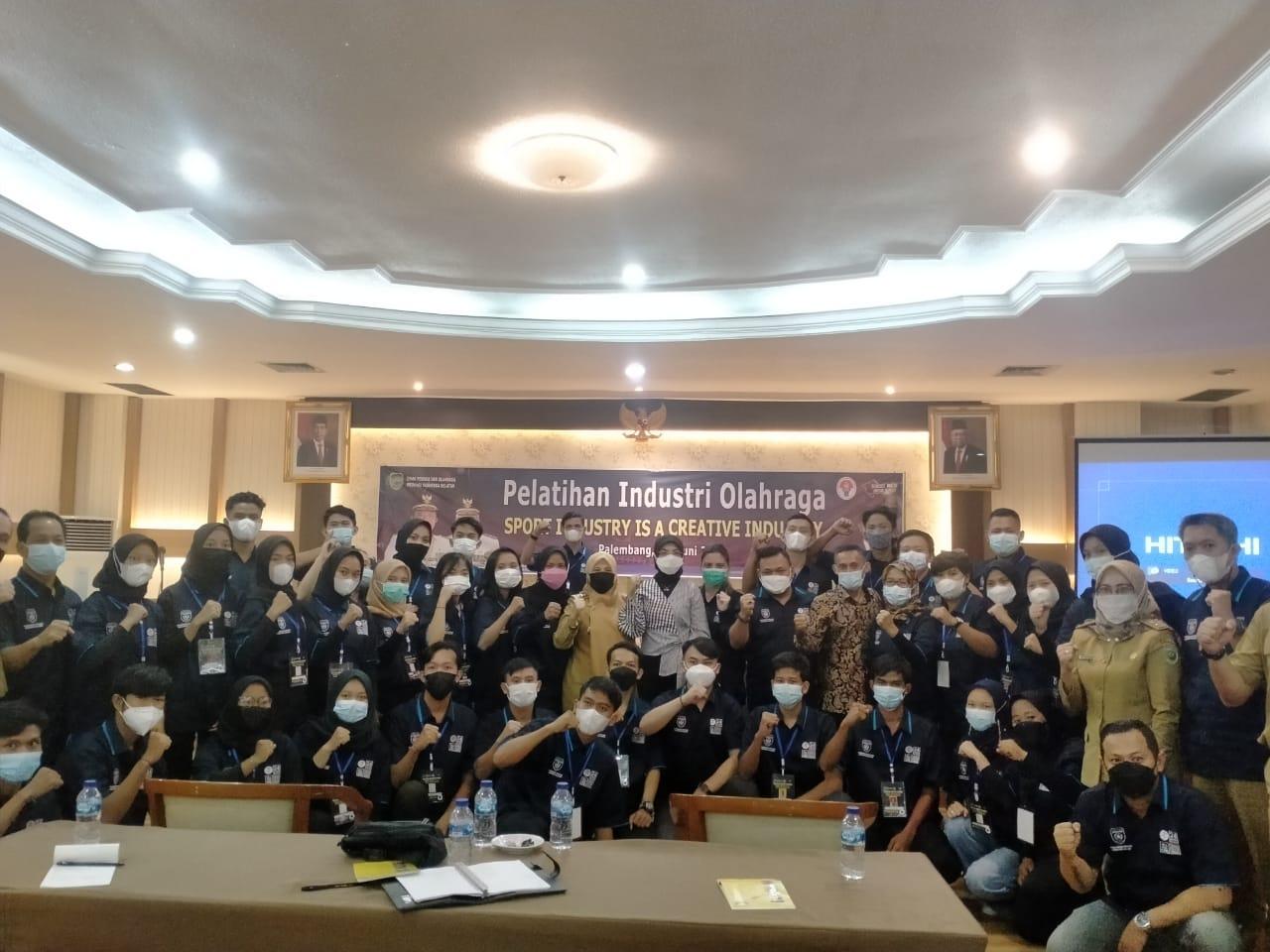 Asisten Deputi Industri Promosi Olahraga Kementrian Pemuda dan Olahraga (Kemenpora) Republik Indonesia (RI), Sri Wahyuni menghadiri pelatihan industri olahraga di Hotel Swarna Dwipa Palembang (Reza Fajri / Mattanews.co)