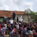 LSM Barak Markas saat melakukan demo ke PT Tri Centrum Fortuna (TCF) terkait kelanjutan kerjasama pengolahan limbah (Agus Sugianto / Mattanews.co)