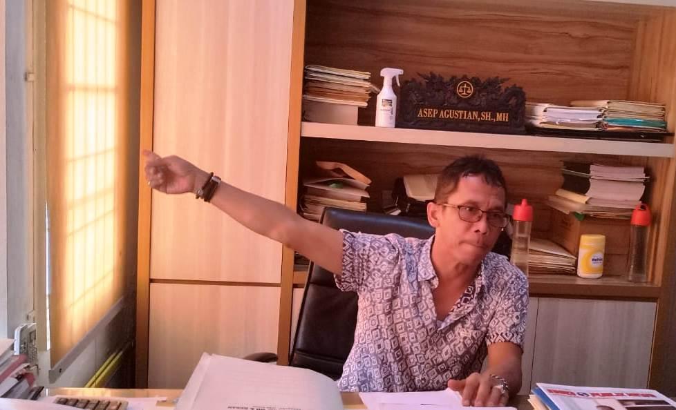 Praktisi Hukum Karawang Asep Agustian (Aep Apriyatna / Mattanews.co)