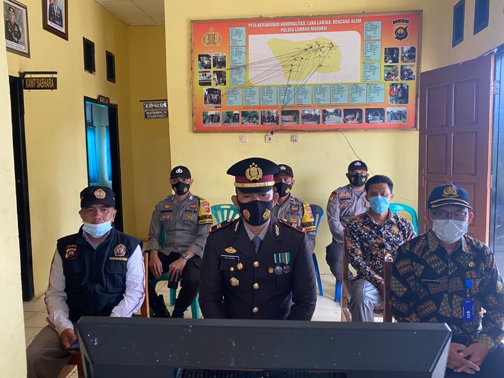 Polsek Lembah Masurai menjalankan upacara peringatan HUT ke-73 Bhayangkara secara live di YouTube (Yulisman / Mattanews.co)