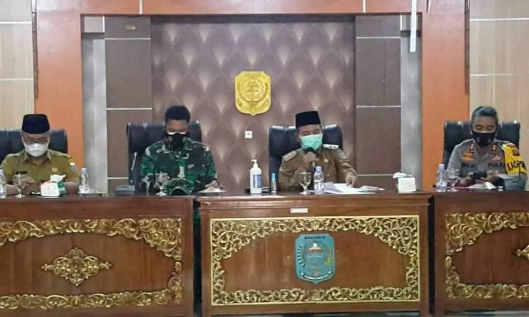 Plt Bupati Merangin Jambi Mashuri menggelar rapat persiapan PPKM Level 4 (Yulisman / Mattanews.co)