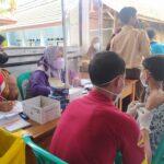 Vaksinasi para pelajar di Desa Cikadu Purwakarta Jabar (Agus Sugianto / Mattanews.co)