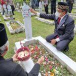 Ketua DPRD Purwakarta berziarah ke Taman Makam Pahlawan (TMP) Sinaraga Purwakarta Jabar (Agus Sugianto / Mattanews.co)
